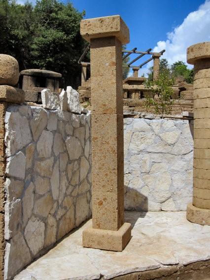 Colonna tufo componibile taglio diamante for Colonne da giardino