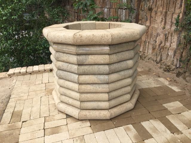 Pozzo tufo arizona for Pozzi finti per giardino