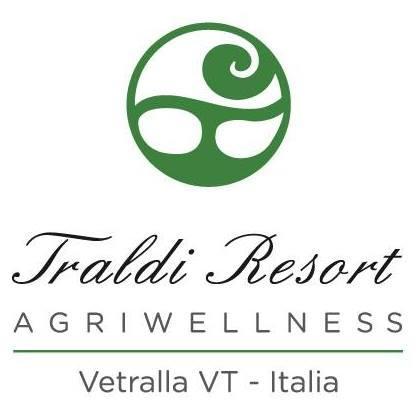 Resort ristrutturato con varie tipologie di tufo : pavimentazioni , rivestimenti , muretti ,  panchine da giardino
